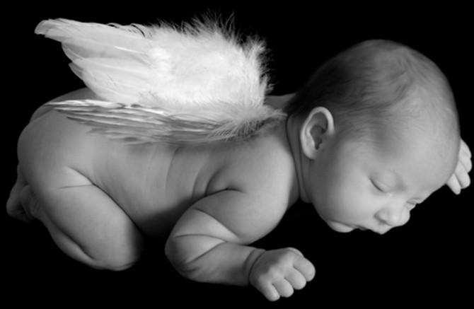 bimbo con ali angelo